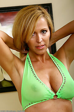 Allover30.com - Introducing 47 Year Old Nicole
