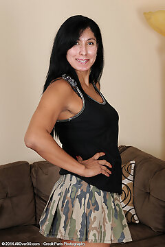 Mature Pictures Featuring 43 Year Old Estrella Jane From Allover30