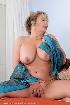 Mature Pictures Featuring 51 Year Old Karen Summer From Allover30